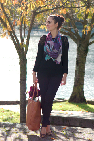 leopard print black top blogger jeans bag scarf coco and vera jewels leather bag heels