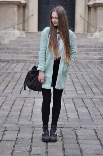 coat blogger outfit