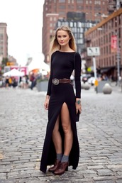 black dress,slit,long sleeves,dress,jewels,belt