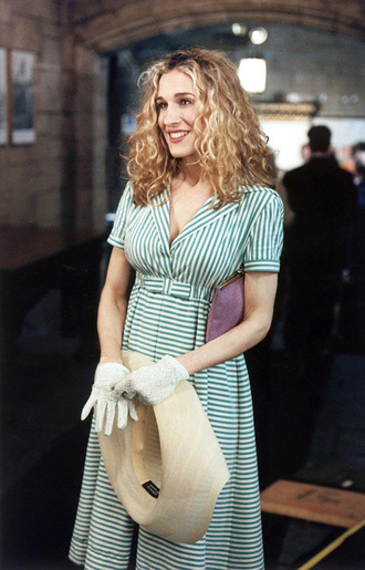 pink girly bag cute fashion blonde hair hairstyles look carrie bradshaw carrie sex and the city tv series sarah jessica parker sjp girly look