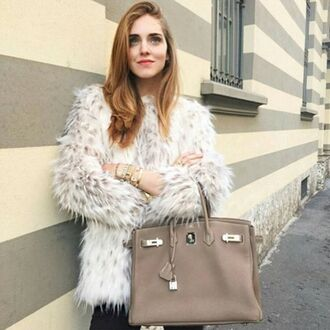 coat ootd storets faux fur faux fur coat winter outfits winter coat chiara chiara ferragni blogger top blogger lifestyle streetwear streetstyle outfit the blonde salad blouse