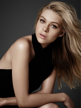 make-up top nicola peltz black top natural makeup look eye makeup blonde hair celebrity actress