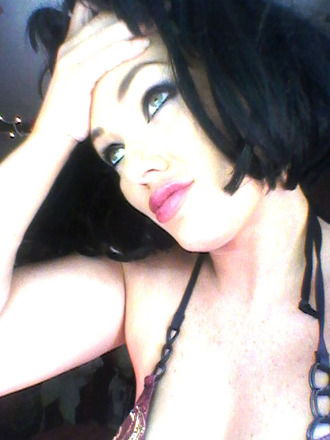 make-up smokey eyes