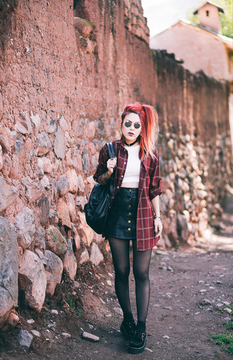 le happy blogger soft grunge grunge mini skirt leather skirt black leather skirt button up skirt red shirt plaid shirt black creepers leather backpack