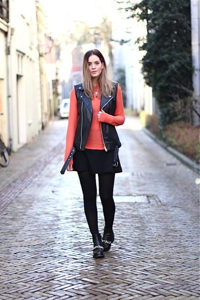 moderosa blogger sweater leather jacket black skirt