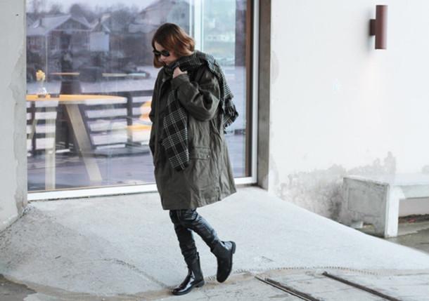 sara strand blogger sunglasses chelsea boots blanket scarf oversized