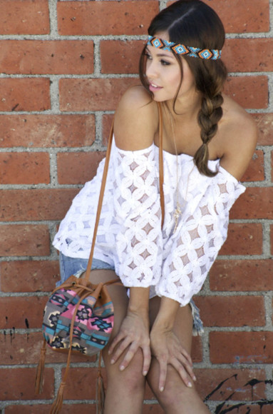 top tribal pattern aztec off the shoulder off shoulder top lace top tribal pattern bag aztec pattern bag tassel denim shorts headband hippie boho boho look boho chic hipster girl girly lovely hair accessories