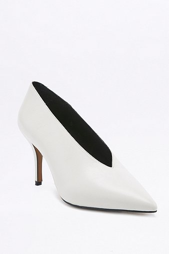 Kylie Vintage 80s White Court Shoes - Urban Outfitters