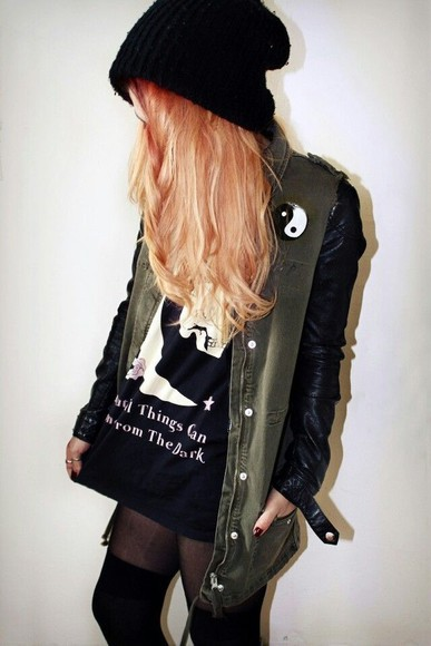 t-shirt ying yang jacket grunge gringe fashion stockings thigh highs beanie tumblr hat