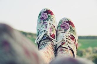 shoes red roses rose red rose oxfords vintage shoes for her vintage floral shoes floral tights lavender