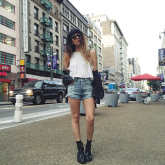 joellen love blogger black shoes denim shorts