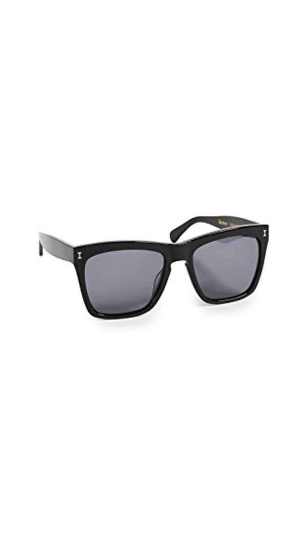 Illesteva Los Feliz Sunglasses in black / grey