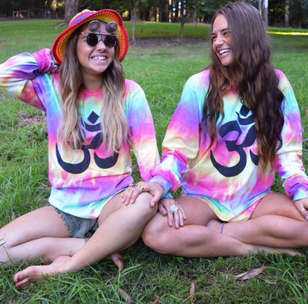 sweater t-shirt grunge indie hippie smile girl cute fashion style stylish colorful colorful wanderlust tank top
