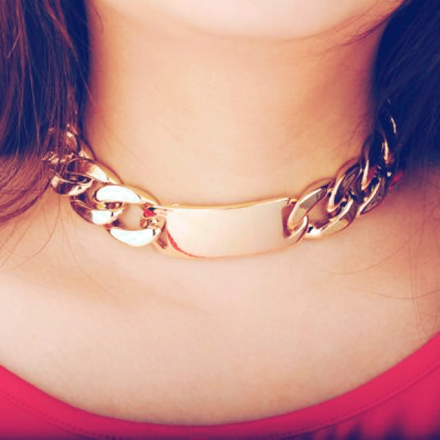 Chunky chain necklace. metal alloy gold plated. length 37cm, width ...