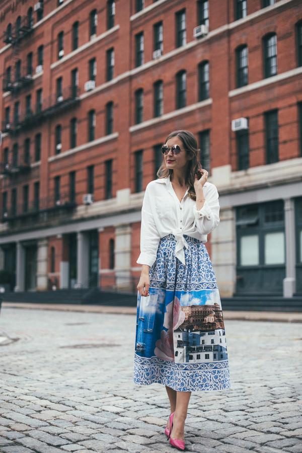 skirt top shirt white top blue skirt shoes heels