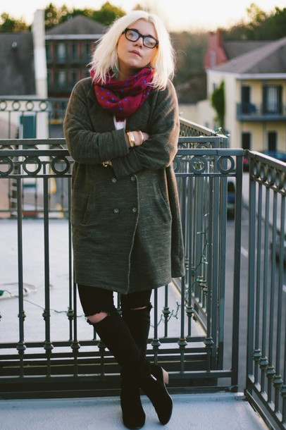 styles by hannah riles blogger black ripped jeans printed scarf jacket shirt jeans scarf shoes