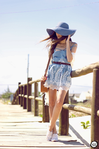 fashion coolture blogger floppy hat blue dress summer outfits