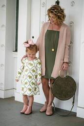 something delightful,blogger,cardigan,dress,bag,jewels,shoes,mother and child,round bag,pink cardigan,green bag,fall outfits