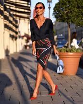 bag,pumps,navy,midi skirt,printed skirt,shoulder bag,black blouse,red sunglasses,earrings