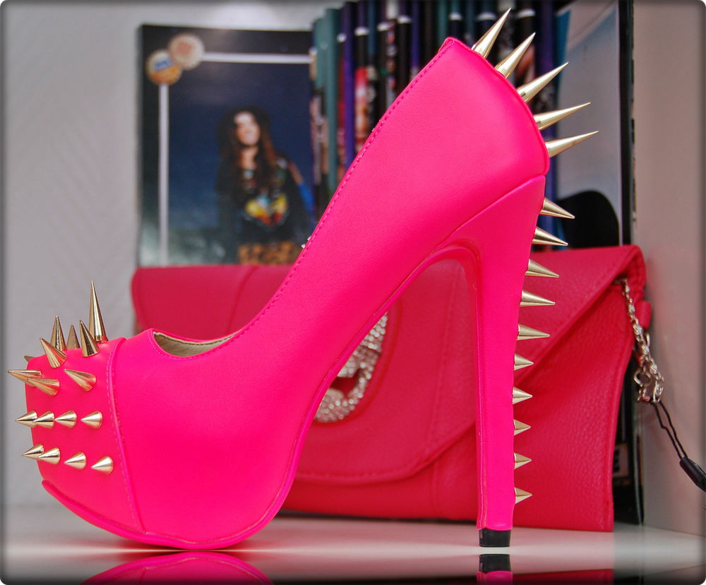 luxus peep toes pumps high heels in neon pink rosa mit gold nieten rote sohle ebay. Black Bedroom Furniture Sets. Home Design Ideas
