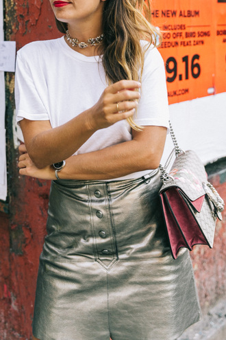 skirt tumblr metallic silver skirt metallic skirt t-shirt white t-shirt bag gucci gucci bag choker necklace button up skirt