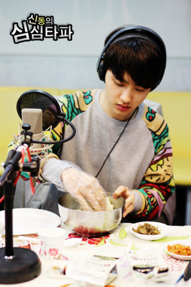 hamburger sweater exo kyungsoo d.o. K-pop grey pullover pattern funky print