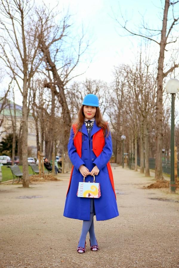 vintage traffic dress coat jacket jewels bag hat shoes