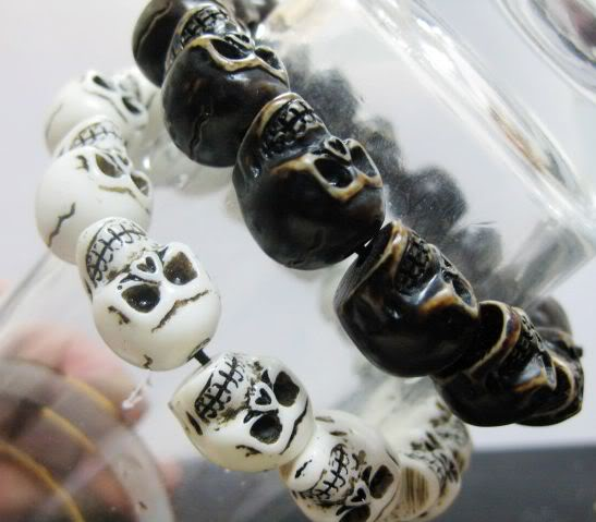 2pcs cool man's black&white skull head *dk* bracelets