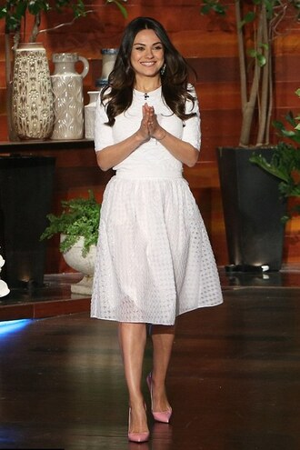 skirt midi skirt mila kunis top pumps white shoes