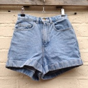 shorts,denim shorts,denim,High waisted shorts,high waisted jeans,hair accessory,t-shirt