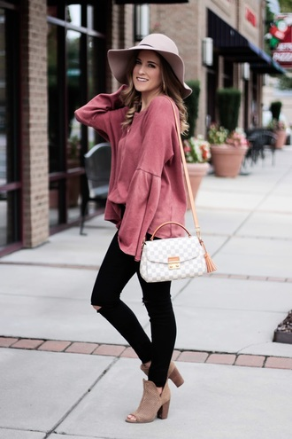 thedaintydarling blogger top jeans shoes hat jewels floppy hat pink sweater shoulder bag booties fall outfits