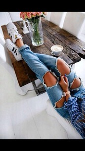 shirt,shoes,jeans,ripped jeans,cute,tumblr,striped shirt,table,blue,ripped,boyfriend jeans