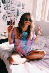 shirt,hippie,tie dye shirt,t-shirt,tie dye,tee tie dye,glamour,girly,boho,indie,boho chic,sunglasses,dip dye shirt,top,indie top,short,coloful shirt,color/pattern,summer,sun,style,jewels,romper,cute,bohemian,festival look