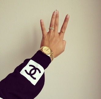 horloge ring nail polish hand luxury brunette