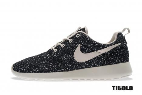 Nike wmns rosherun 511882 004 gamma grey gamma grey black titolo