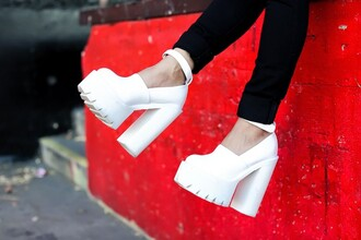 shoes white shoes cleated sole blogger clubwear feral creature platform shoes platform high heels pumps jeffrey campbell