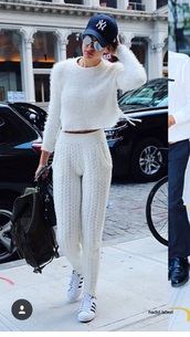 pants,white,gigi hadid,sweater,white sweater,cap,snapback,white pants,white sneakers,adidas,black bag