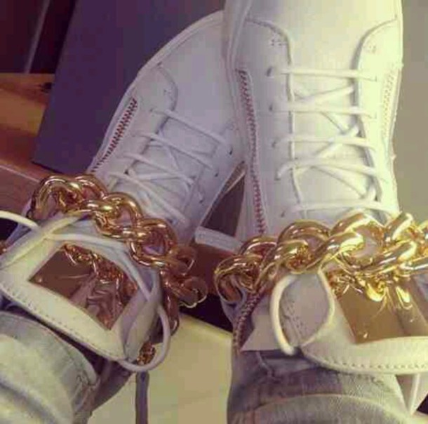 shoes white hightops chain link zip gold and white gold chain laces white shoes
