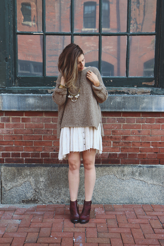 sweater brown sweater white pleated skirt brown ankle boots gold necklace blogger