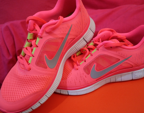 nike free run womens hot pink