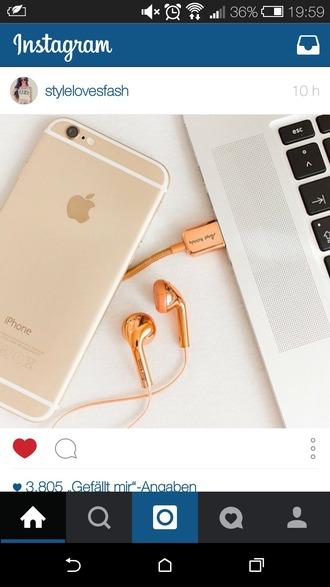 earphones gold metallic