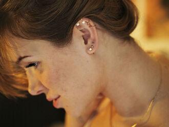 stylista blogger pearl earrings