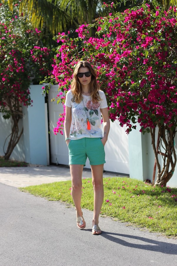 jess style rules t-shirt shorts shoes jewels sunglasses
