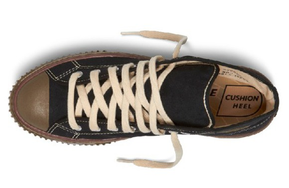 grunge shoes 90s style 90s style soft grunge vintage cushion heel converse sneakers detail detailed kicks old worn out
