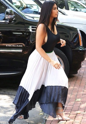 skirt kim kardashian khloe kourtney skirt black white pleats top kim kardashian bodysuit black black and white