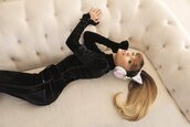 jeans,turtleneck,ariana grande,headphones,earphones