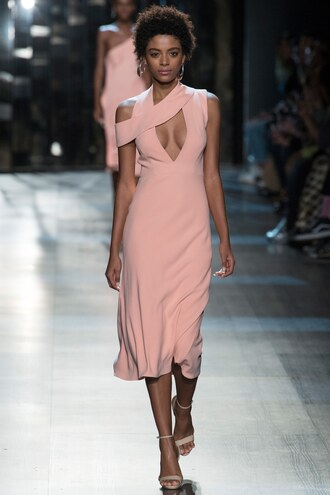 dress cushnie et ochs midi dress blush pink runway fashion week 2017 ny fashion week 2017 sandals keyhole dress plunge dress