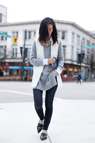 von vogue blogger grey sweater blazer pointed toe necklace jacket sweater jeans bag jewels