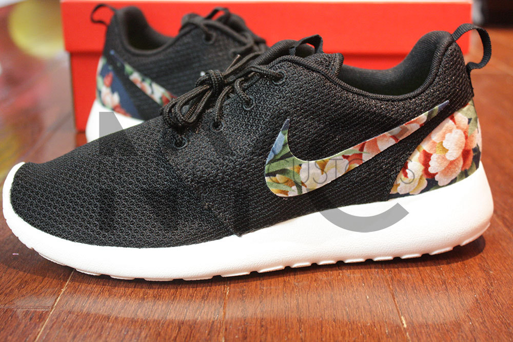 best sneakers 76f85 73e78 nike roshe run black flowers