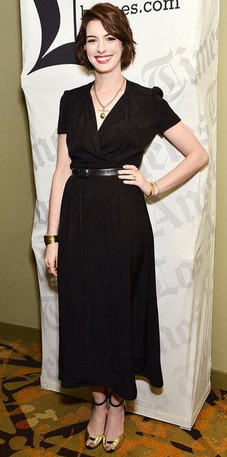 anne hathaway black dress classy dress